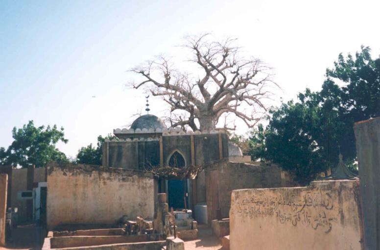 TOUBA : visite de ces lieux sacrés qui attirent les talibés