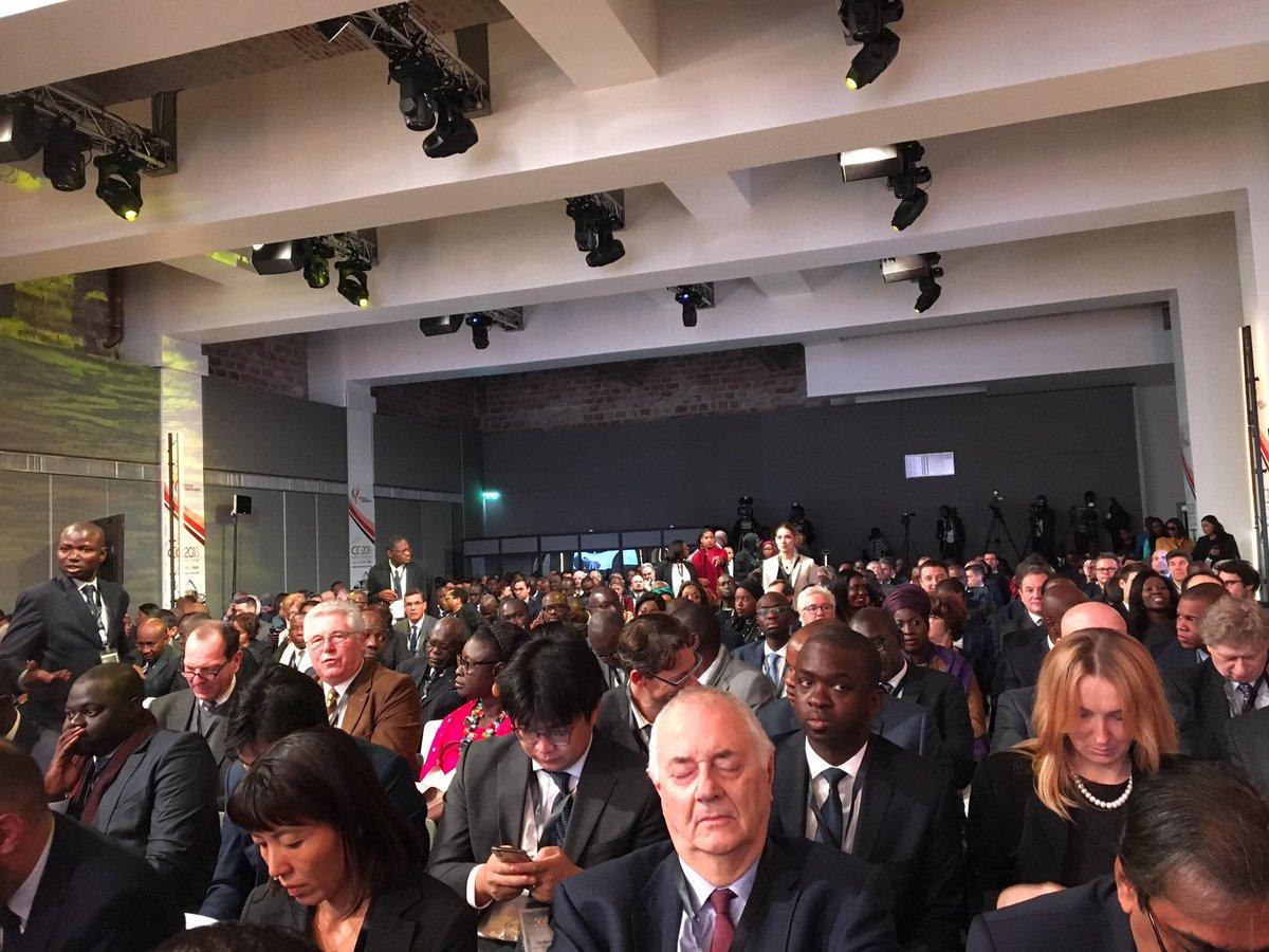 Groupe consultatif de Paris : Macky expose, le public s'endort