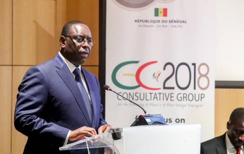 A Paris, Macky tance l'administration « lente » et dézingue le secteur privé « nul »