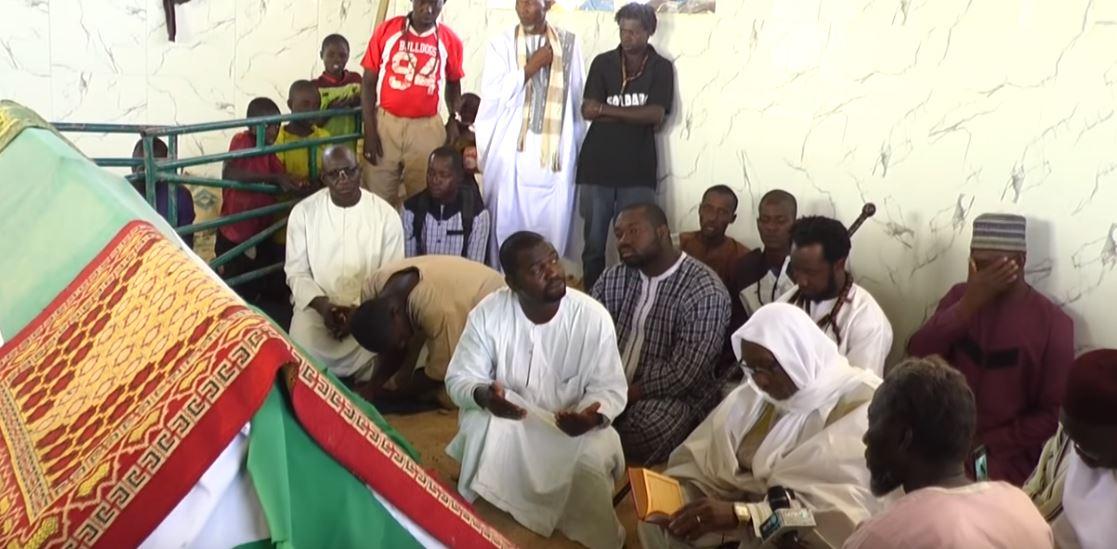 Léona Niassène: Le Khalife de Sagne Bambara prie sur la tombe de Sidy Lamine et lui rend un vibrant hommage