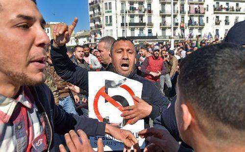L'Algérie se soulève contre le régime des Bouteflika (vidéo)